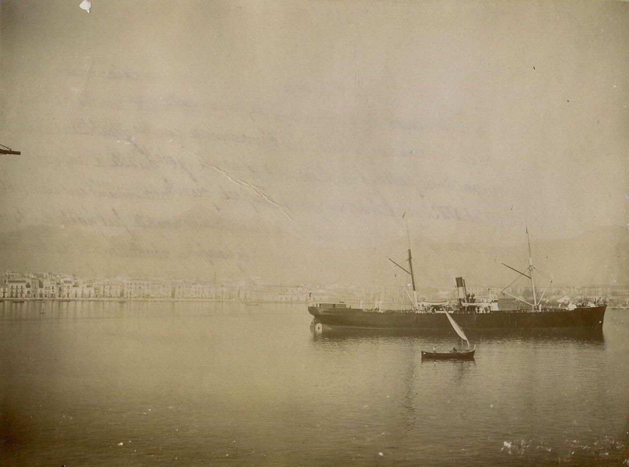 Корабль между Неаполем и Сицилией