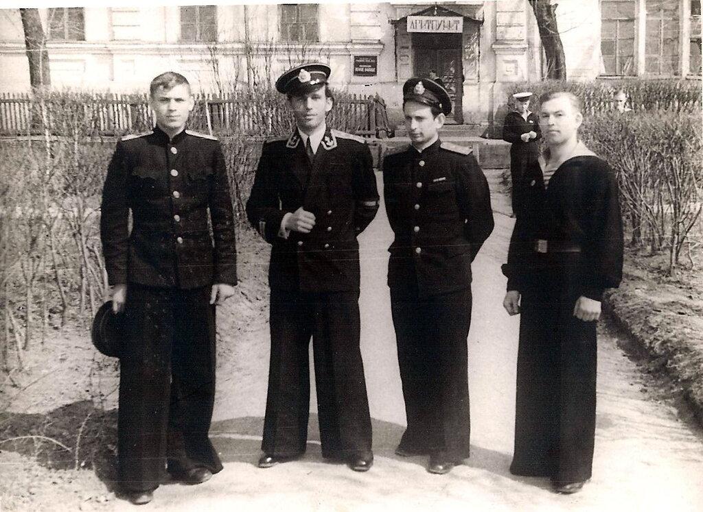 1953 Омск. (папа - второй слева) 1.jpg
