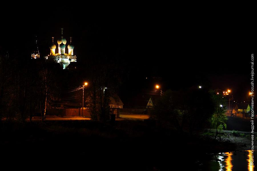 Ночной вид на Борисоглебскую сторону и Воскресенский собор Тутаева
