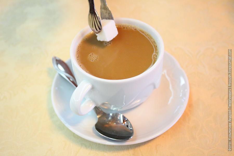 Кофе со сливками и почти с сахаром
