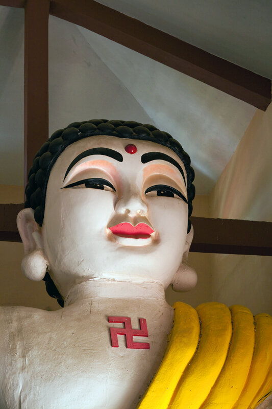 Будда со свастикой-2