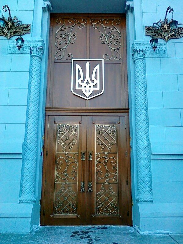 Дверь Музея истории Украины