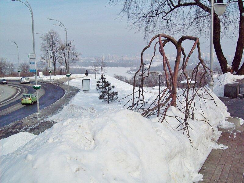 Вид с аллеи парка Славы на Днепр