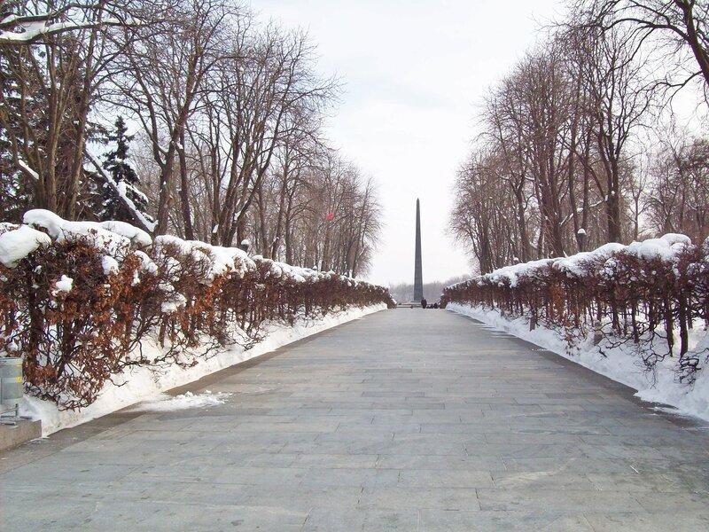 Главный вход в парк Славы зимой