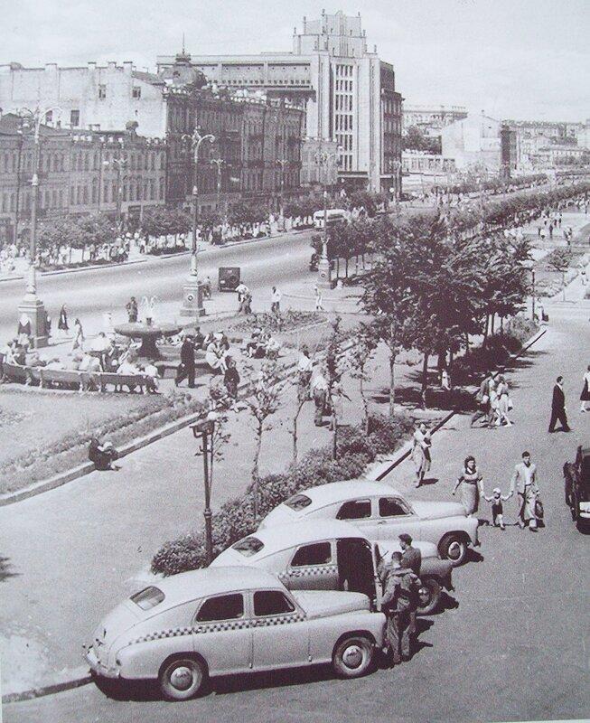 Вид на ЦУМ от Бессарабского рынка