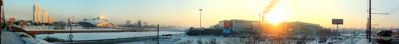 """Челябинск. Вид на Торговый центр и РК """"Мегаполис"""" с моста по Свердловскому проспекту"""