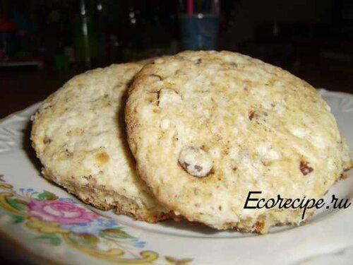 Творожное печенье с изюмом и орехами