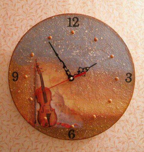 Часы в подарок для скрипачки.