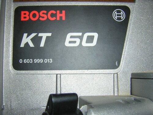 Bosch GFS 350 E — шильдик пильного стола.