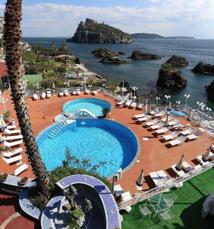 Искья-Порто. Отель Дельфини ( Delfini Strand Hotel Terme & Beauty 4*)