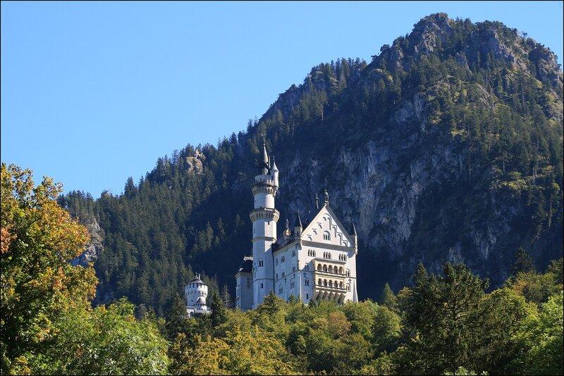 Вид на замок Нойшванштайн из г. Швангау...