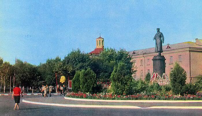 Памятник генералу Апанасенко в Белгороде, 1967 г., фото В.Монина
