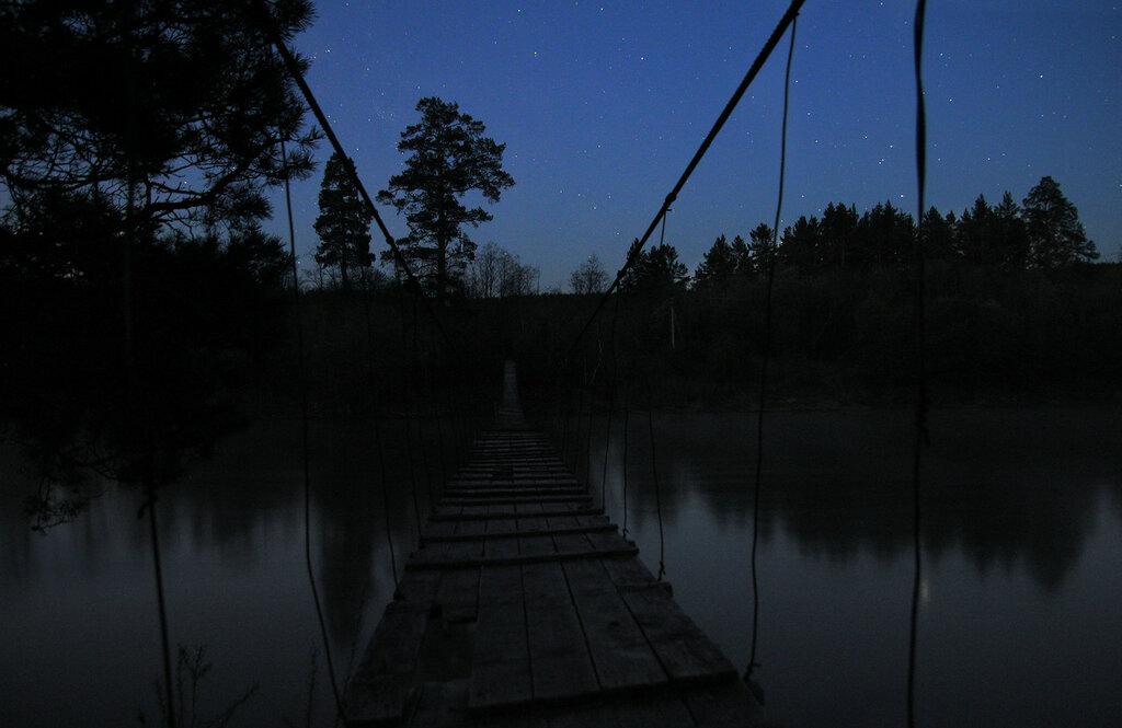 висячий мост днём
