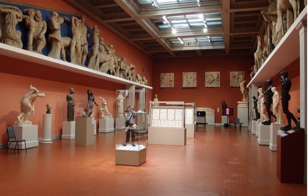 Зал, получивший название «Олимпийский», со слепками с классических древнегреческих скульптур.