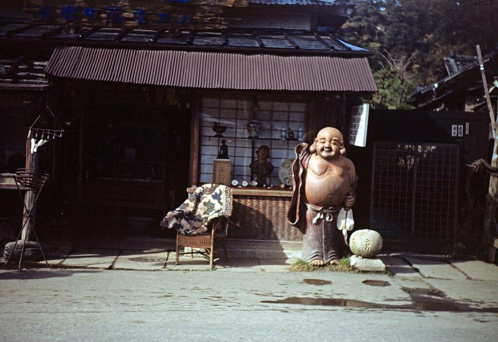 Antique Shop, Kamakura 28 Nov 1950