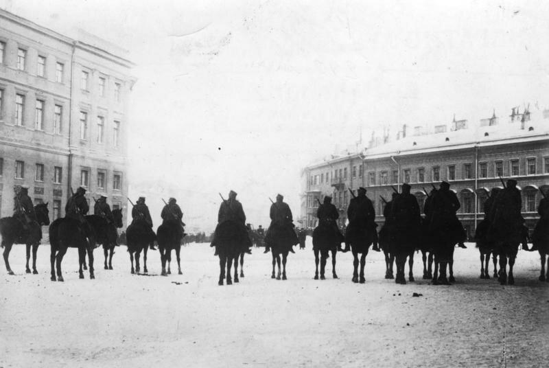 St. Petersburg, Militдr vor Winterpalast