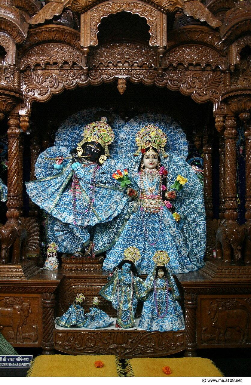 Божества Радха-Кришна
