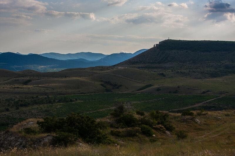 Вид на гору Коклюк и хребты Карадага
