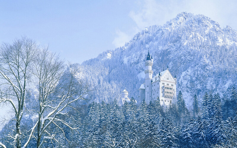 Castle 'Neuschwanstein' and landscape in winter, Bavaria