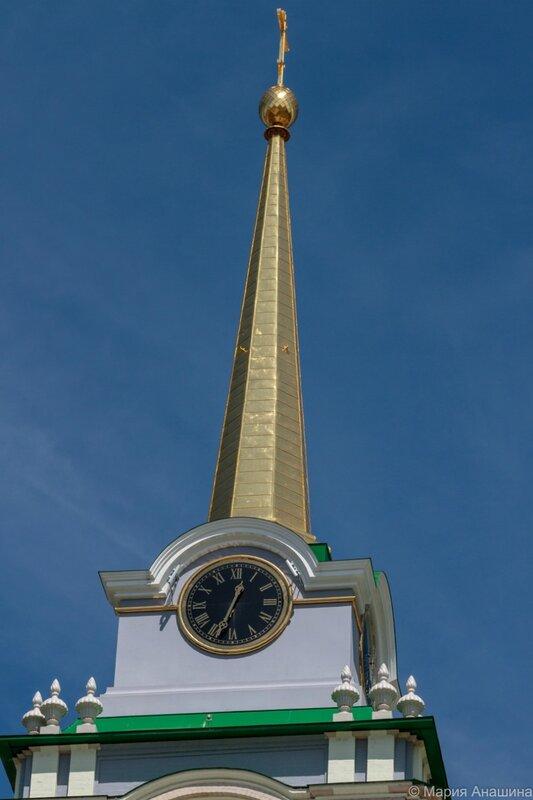 Часы и шпиль