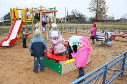 В д. Ключевая состоялось праздничное открытие детской игровой площадки
