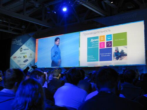 На пленарном докладе выступает С. Сомасегар - руководитель подразделения разработки Microsoft