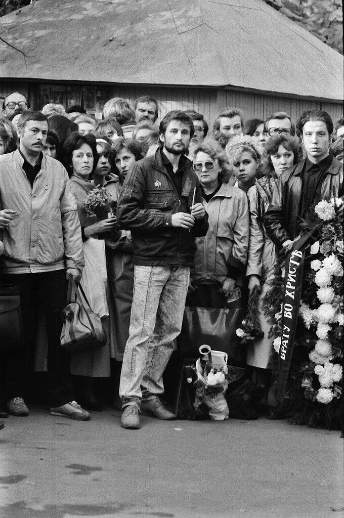 На похоронах Талькова.