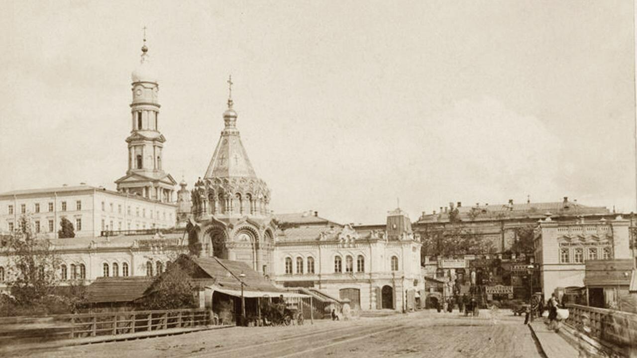 Выезд с Большого Лопанского моста на Сергиевскую площадь