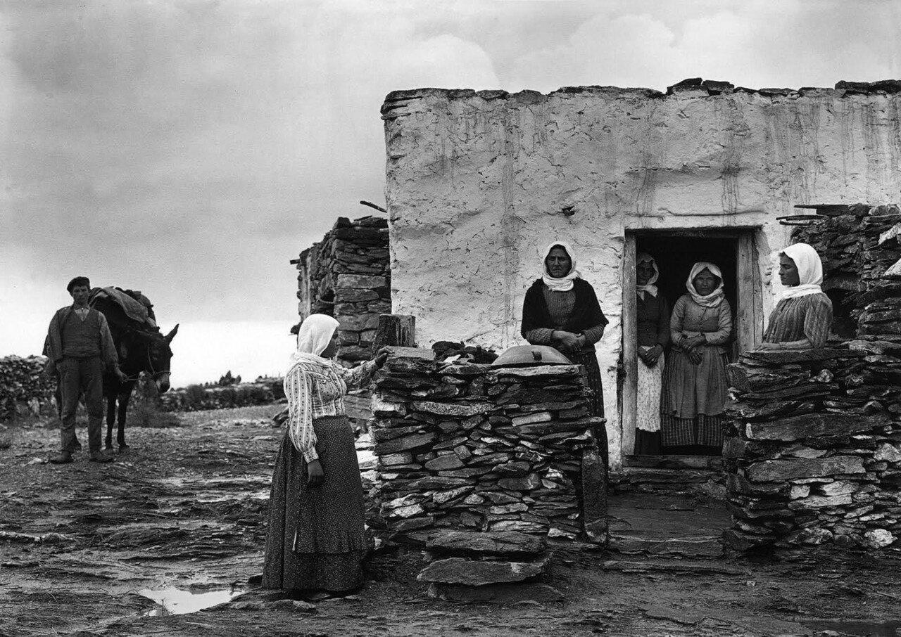 1911. Женщины острова Аморгос