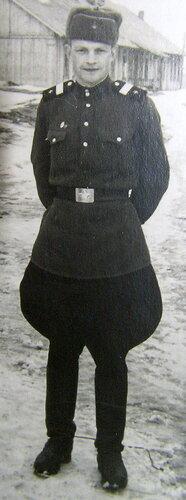 Дедушка Лёша в военной форме
