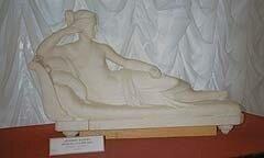 «Венера Итальянская». Антонио Канова, мрамор. Начало XIX в. Копия. Обе скульптуры украшали интерьер дворца