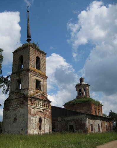 Село Луги. Церковь Троицы Живоначальной.