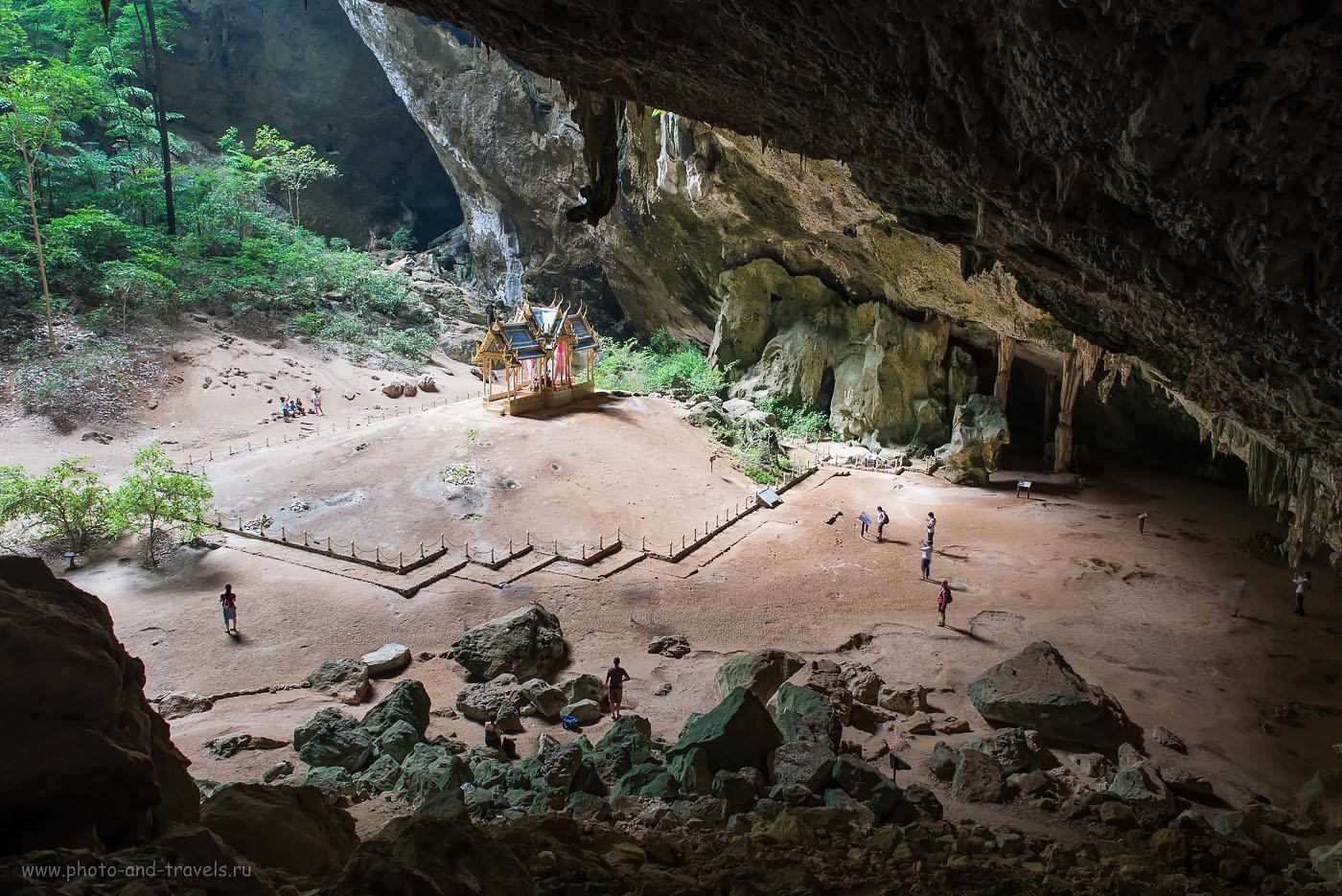 Фото 13. Пещера Прайя Након (Phraya Nakhon Cave) в окрестностях Хуахина в Таиланде. Если нам удается сделать фокусное расстояние больше, тогда лучше передается масштабность больших объектов. (100, 26, 8.0, 1.0 сек.)