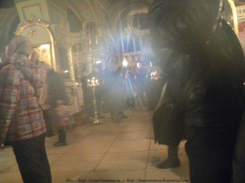 Канал ТВЦ берёт интервью у настоятеля храма Ильи Обыденого о поясе Пресвятой Богородицы