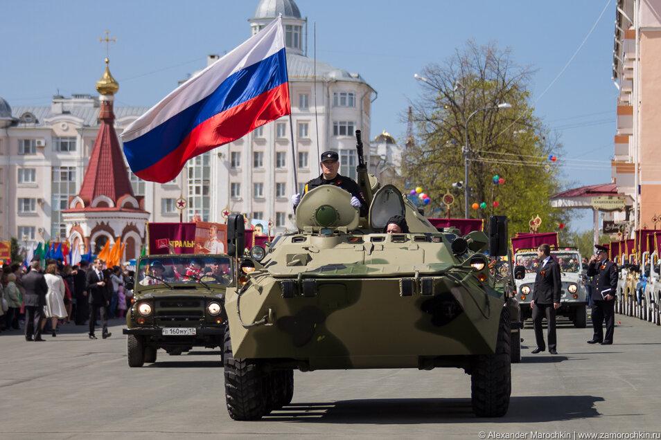 БТР на параде в День Победы в Саранске