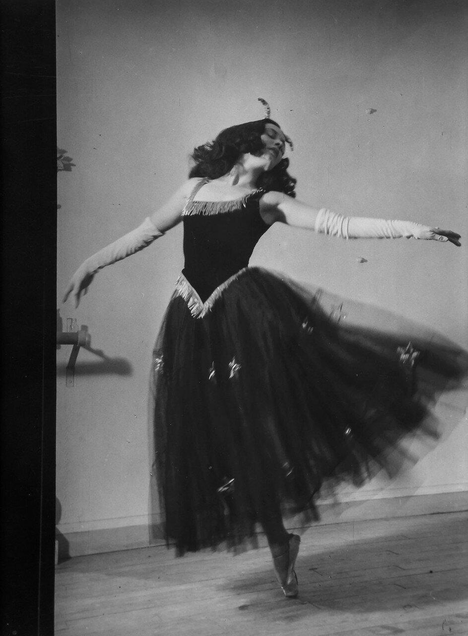 1930. Танцовщица Дягилевского балета, Русские балетные сезоны