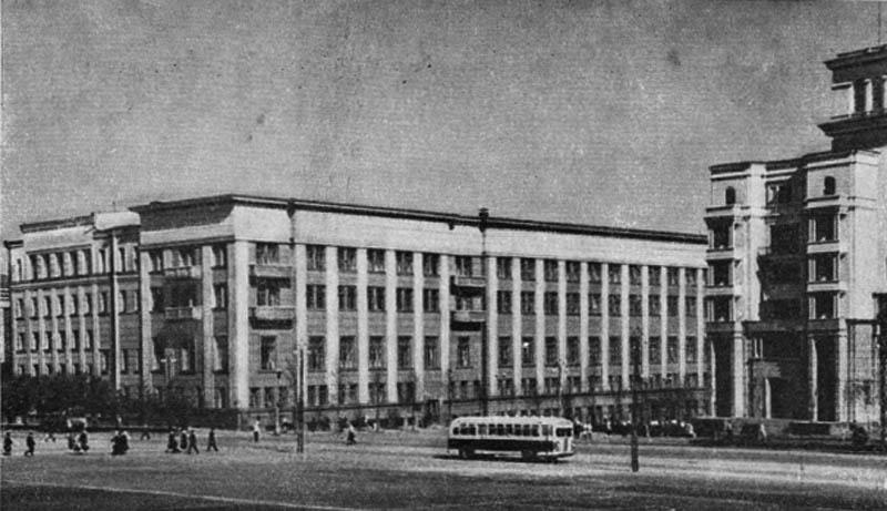 Административное здание на углу улицы Кирова и улицы Спартака (реконструкция). 1938 г.