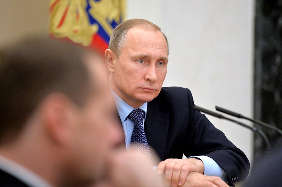 Путин на совещании с членами правительства 9.12.15.png