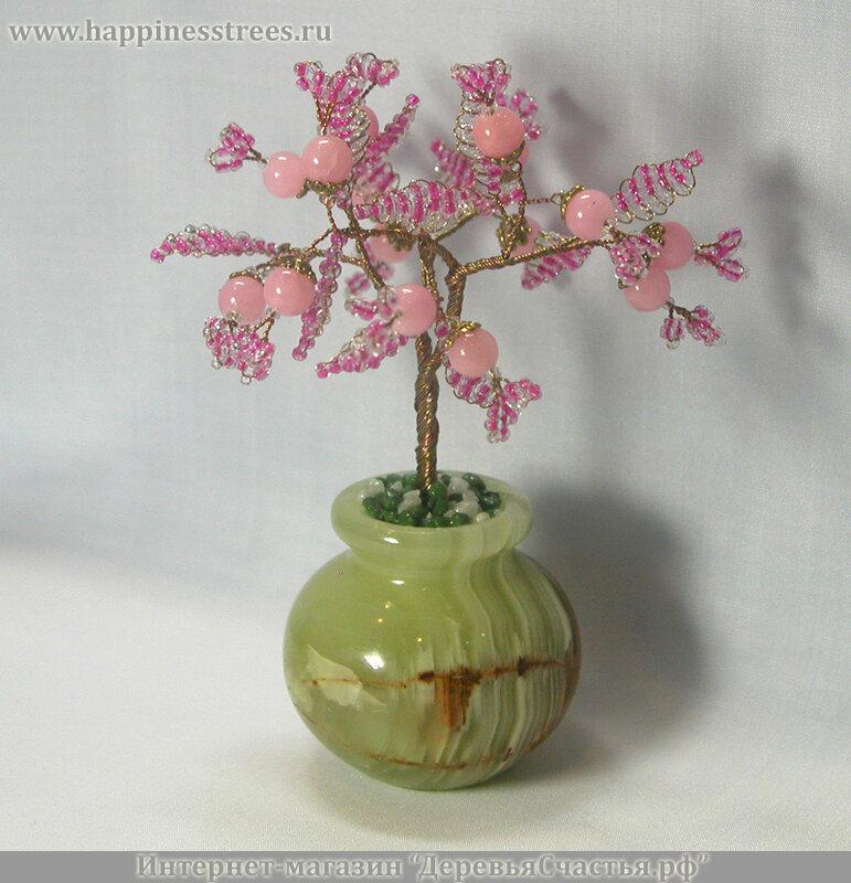 """Красоту 16 камней розового кварца подчеркивают листья из розового бисера.  Дерево  """"растет """" в... Дерево счастья из..."""