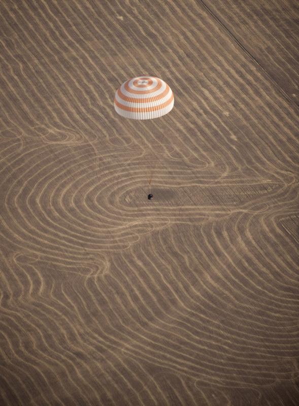 8. Приземление космического корабля Союз ТМА-14 вблизи города Аркалык, Казахстан, 11 октября 2009 го