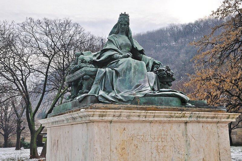 Памятник королеве Эльжбете