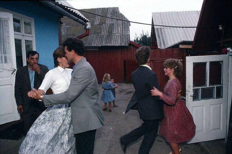 Деревня Черешенка рядом с городом Черновцы. Сельская свадьба. 1988 год.