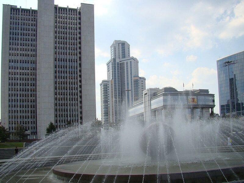 фонтан.
