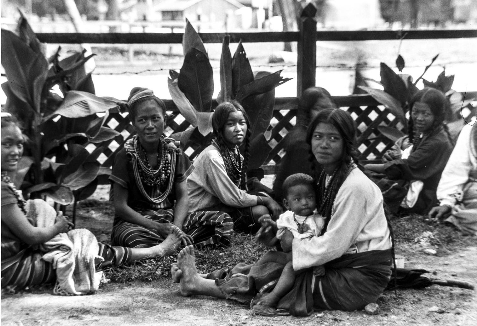 1107. Женщины народности чины