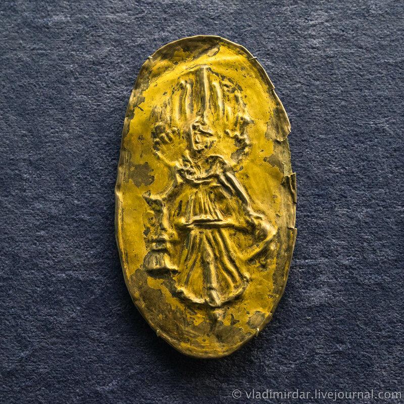 Фалар с изображением богини Ники. Бронза, серебро, позолота, железо.