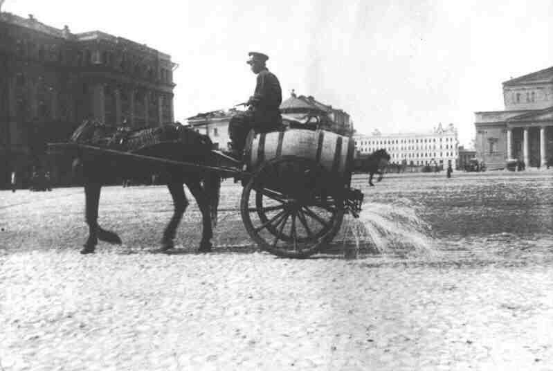 Поливка московских улиц.1890 год..jpg