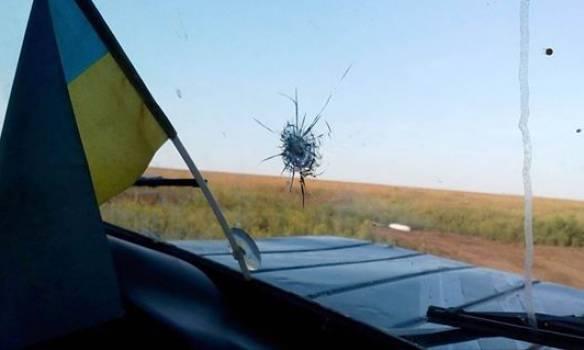 Боевики обстреляли автомобиль украинских представителей в СЦКК, - штаб. ФОТО