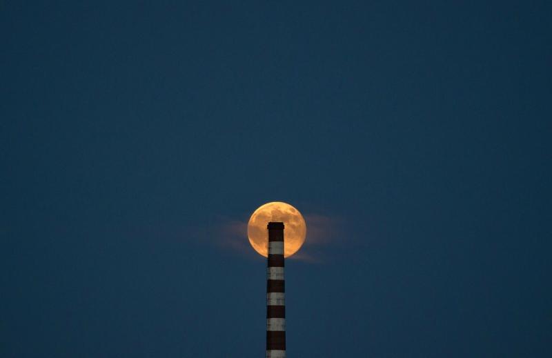 Вот это зрелище! 10 фотографий Суперлуния 2012