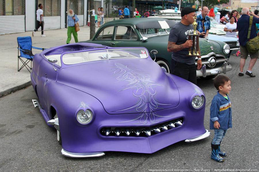 2. Параду традиционно предшествовало шоу старых автомобилей.
