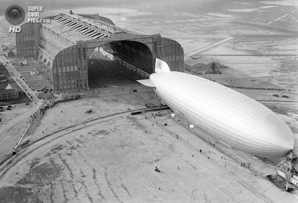 США. Лейкхёрст, Нью-Джерси. 9 мая 1936 года. «Гинденбург» направляется в эллинг. (AP Photo)